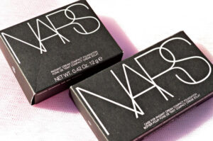 NARS Radiant Cream Compact Foundation in Siberia - Review and Swatches 3