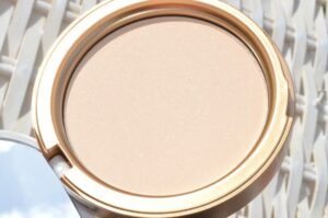 Too Faced Candlelight Softly Illuminating Translucent Powder Review / Swatches 3