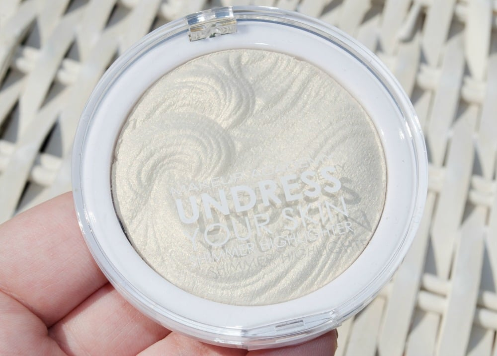 Close up image of the Iridescent Gold highlighter in the plastic compact