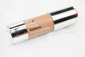 No7 Instant Radiance Bronzing Highlighter Review / Swatches 4