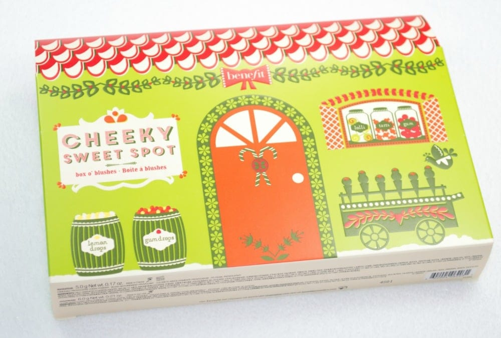 Image of the green cardboard box packaging containing the palette