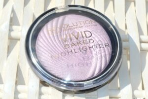 Makeup Revolution Pink Lights Vivid Baked Highlighter Review / Swatches 3