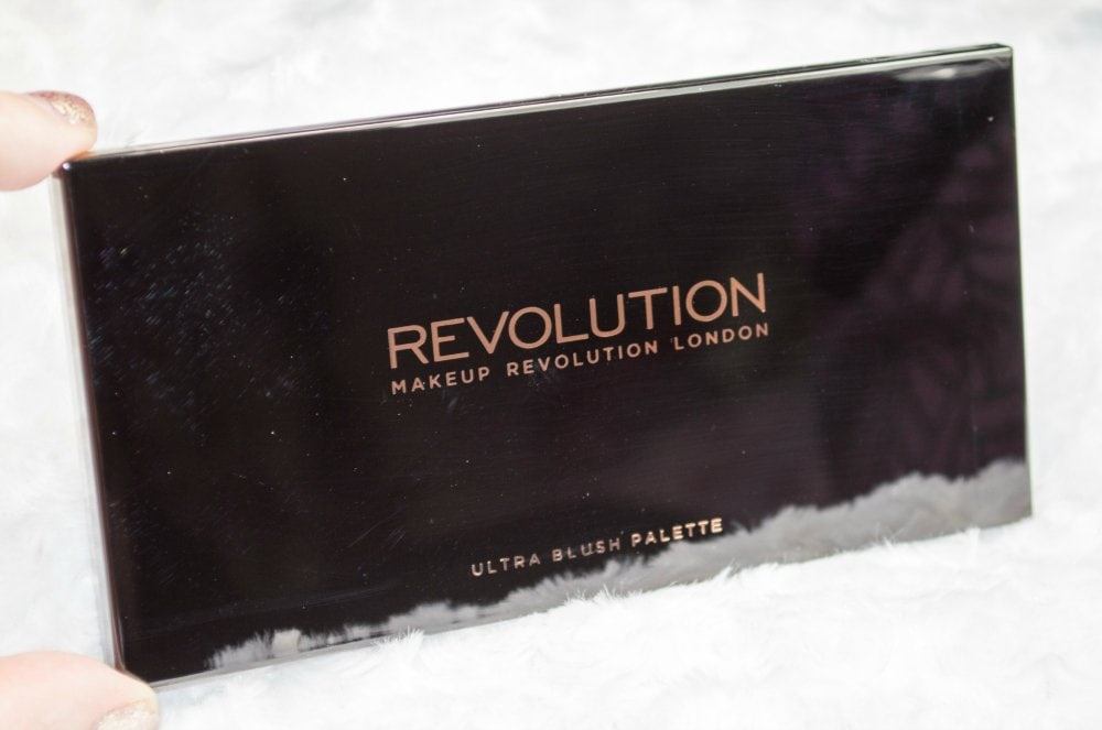 Image of the glossy black plastic palette packaging