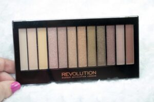 Makeup Revolution Iconic Dreams Eyeshadow Palette Review / Swatches 3