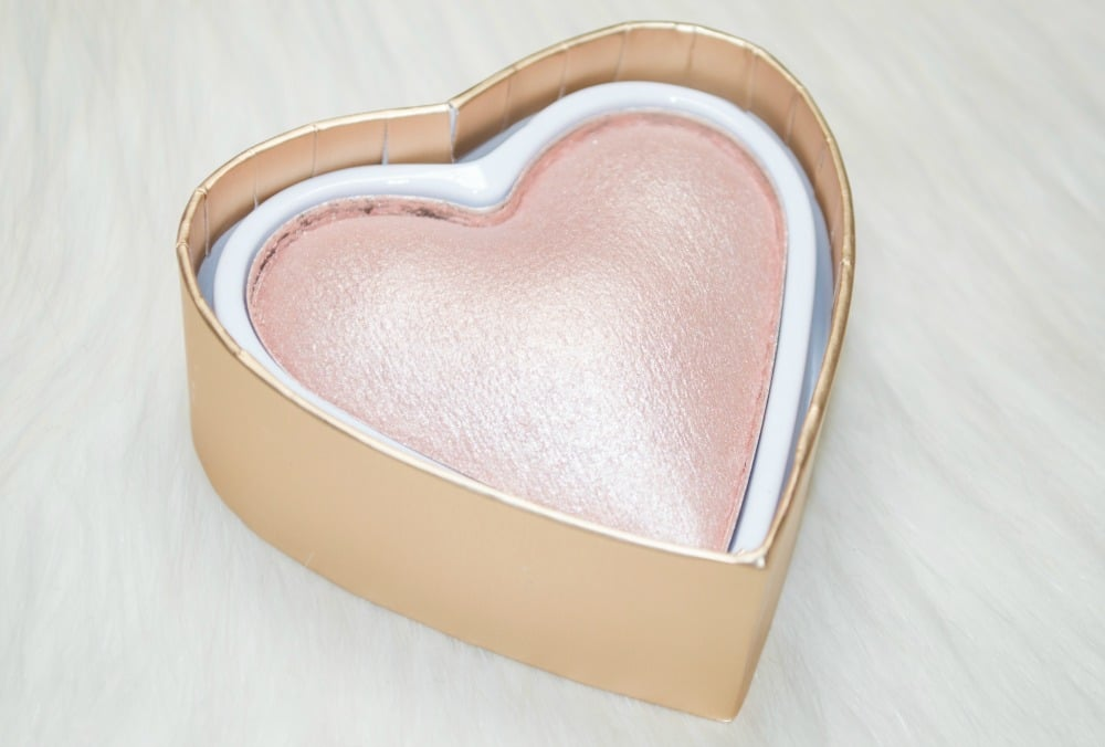 Makeup Revolution Blushing Hearts Dess Of Faith Triple Baked Highlighter