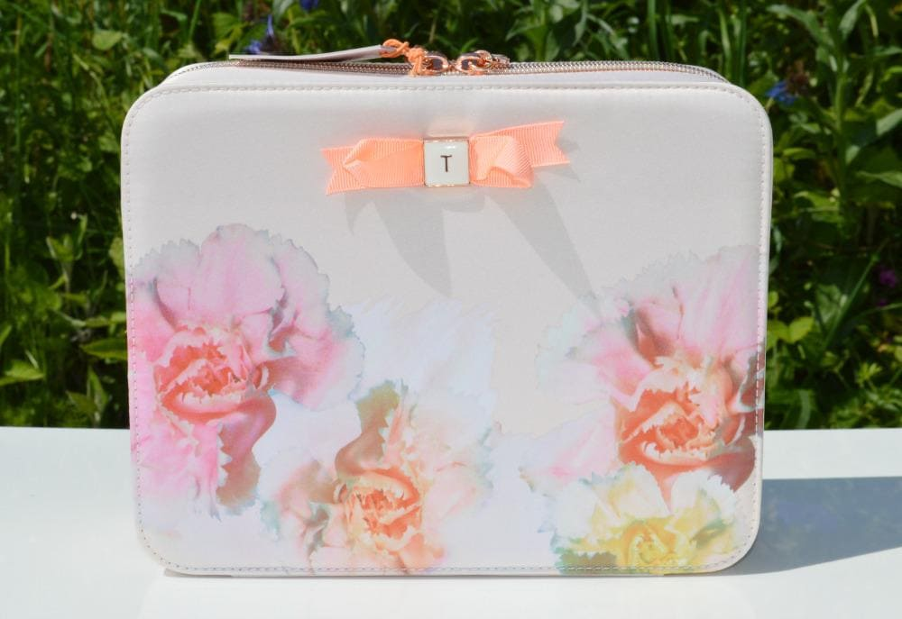 db4e5bebafa7 Ted Baker Pink Beauty Bag Gift Set ft a Vanity Case and Beauty Products