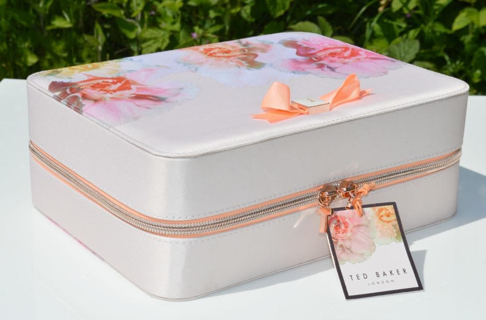 Ted Baker Pink Beauty Bag Gift Set Ft A Vanity Case And