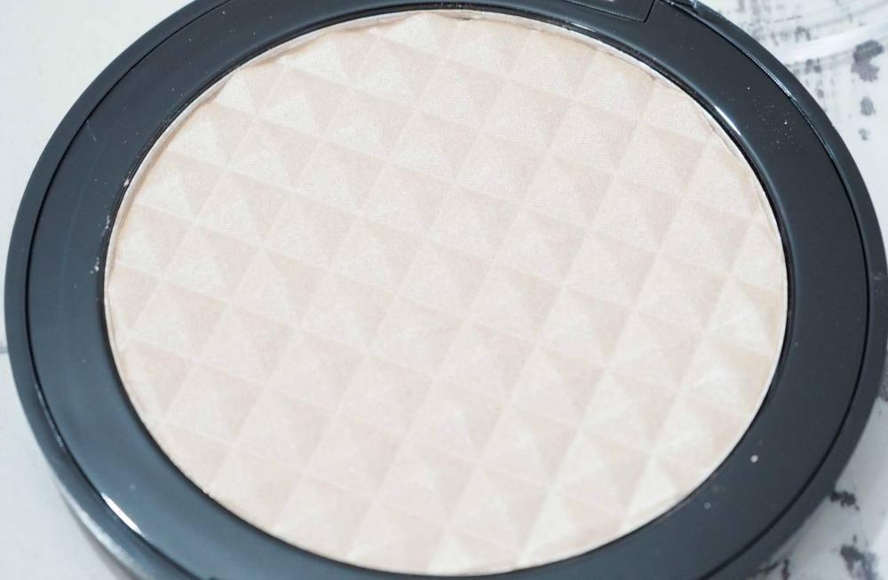 Makeup Revolution Pro Illuminate Powder Highlighter