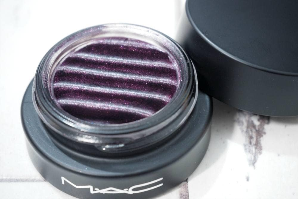 MAC Gravity's Pull Spellbinder Shadow