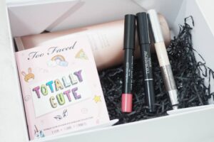 Look Incredible Deluxe Beauty Box May 2017