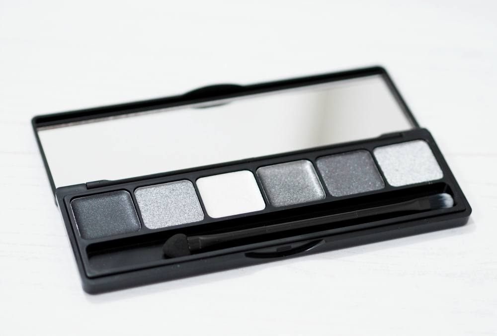 Sleek MakeUP Into The Night Collection