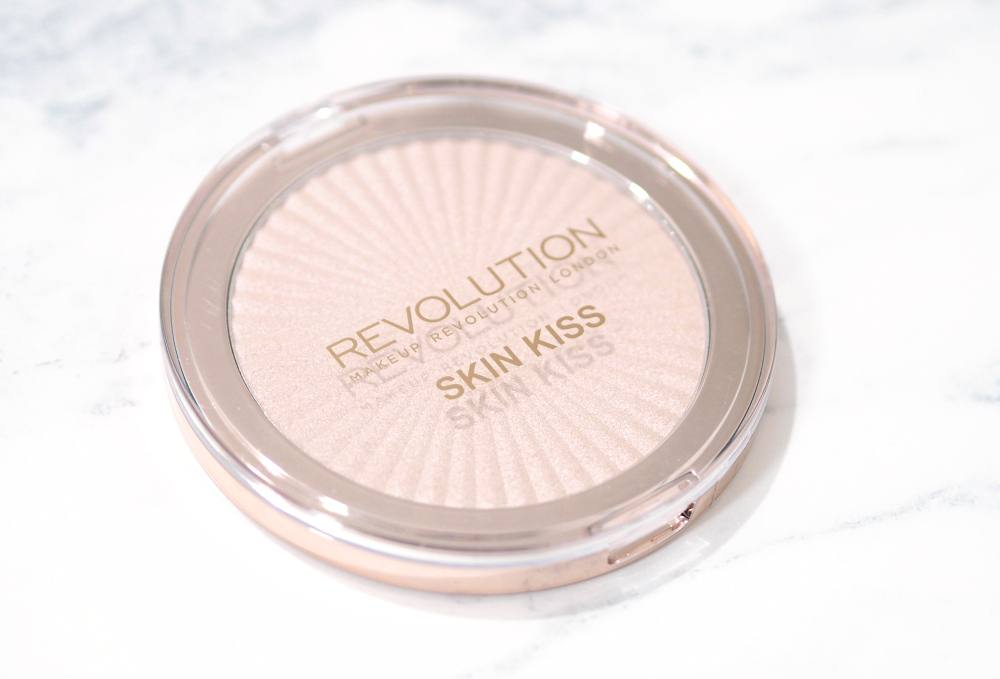 Makeup Revolution Champagne Kiss Skin Kiss Highlighter - Review and Swatches of the Champagne Kiss Highlighter