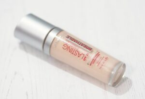 Rimmel Lasting Finish Breathable Foundation Light Porcelain Review and Swatches