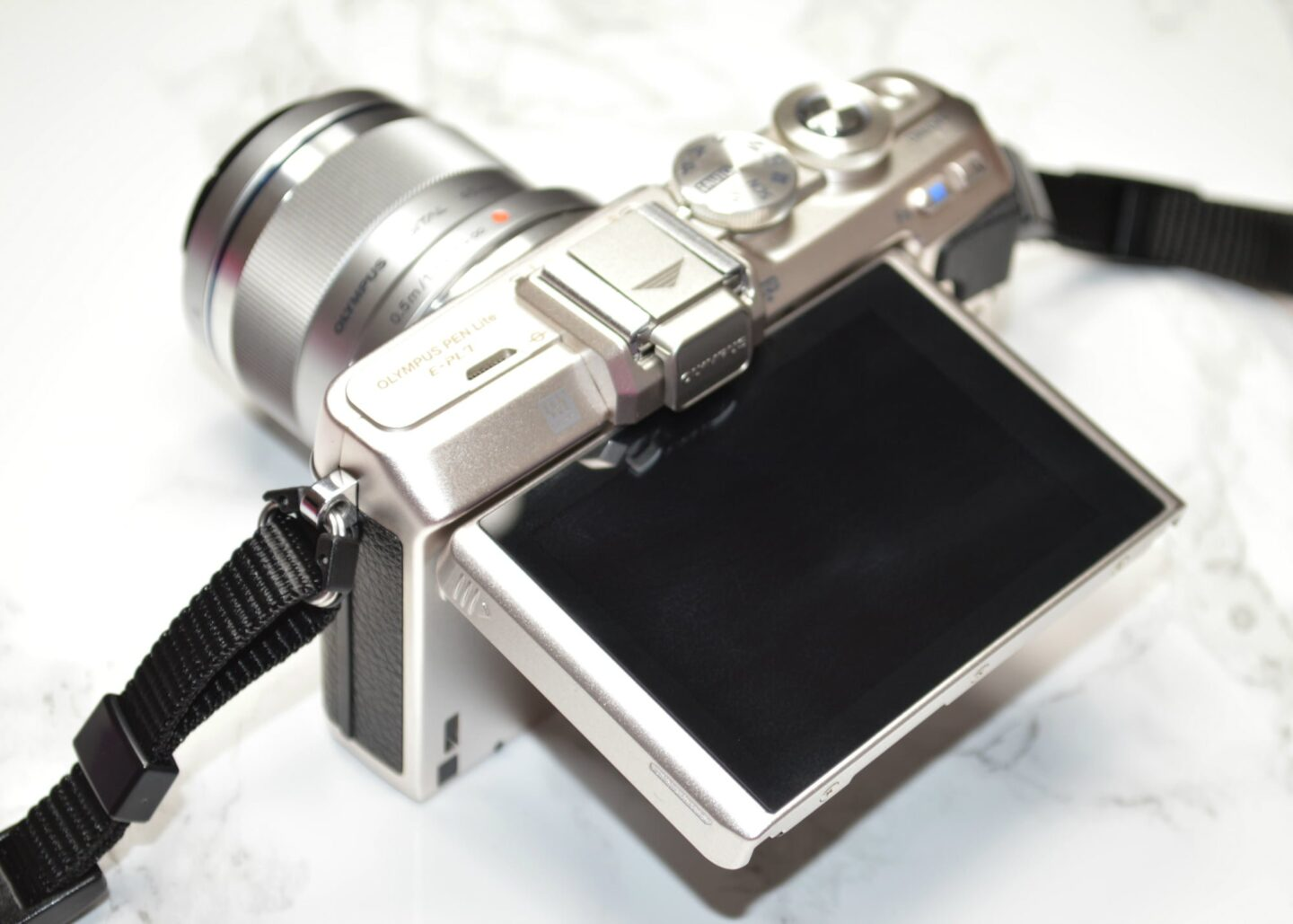 Olympus PEN E-PL7 Compact System Camera