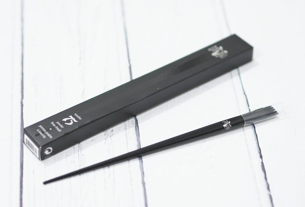 Review of the Kat Von D Powder Brow Brush #75 - designed for application of brow powders