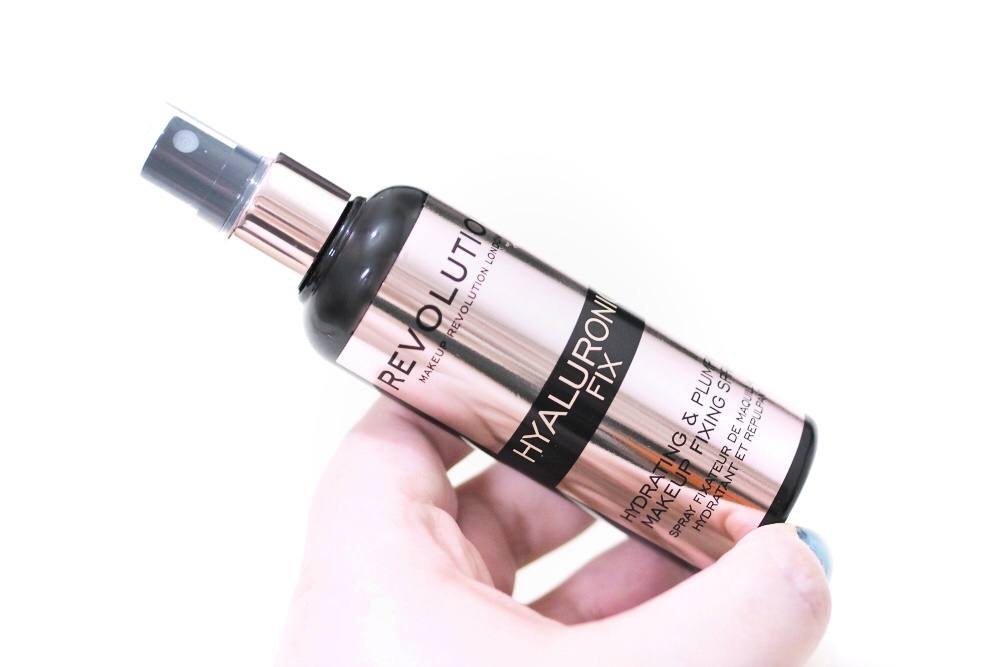 Review of the Revolution Hyaluronic Fix Hydrating and Plumping Makeup Fixing Spray - a makeup setting spray to plump, hydrate and lock in your makeup.