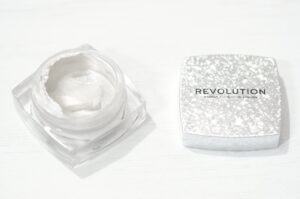 Review and Swatches of the Revolution Jewel Jelly Highlighter in the shade Dazzling - is it a dupe for the Farsali Jelly Beam Highlighter?