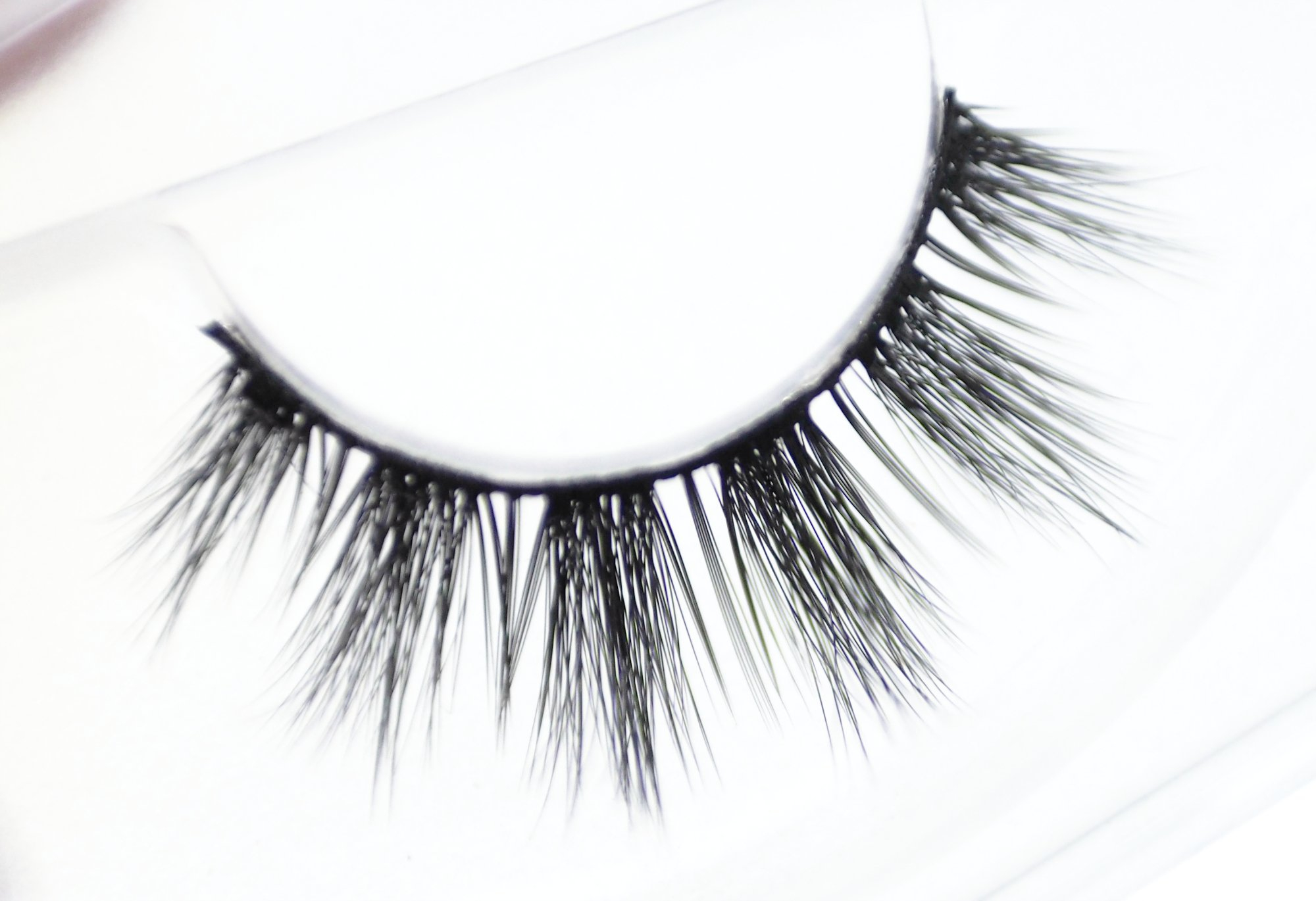 Review of the Unicorn Cosmetics Lashes in the styles Bubble Pop and Clementine