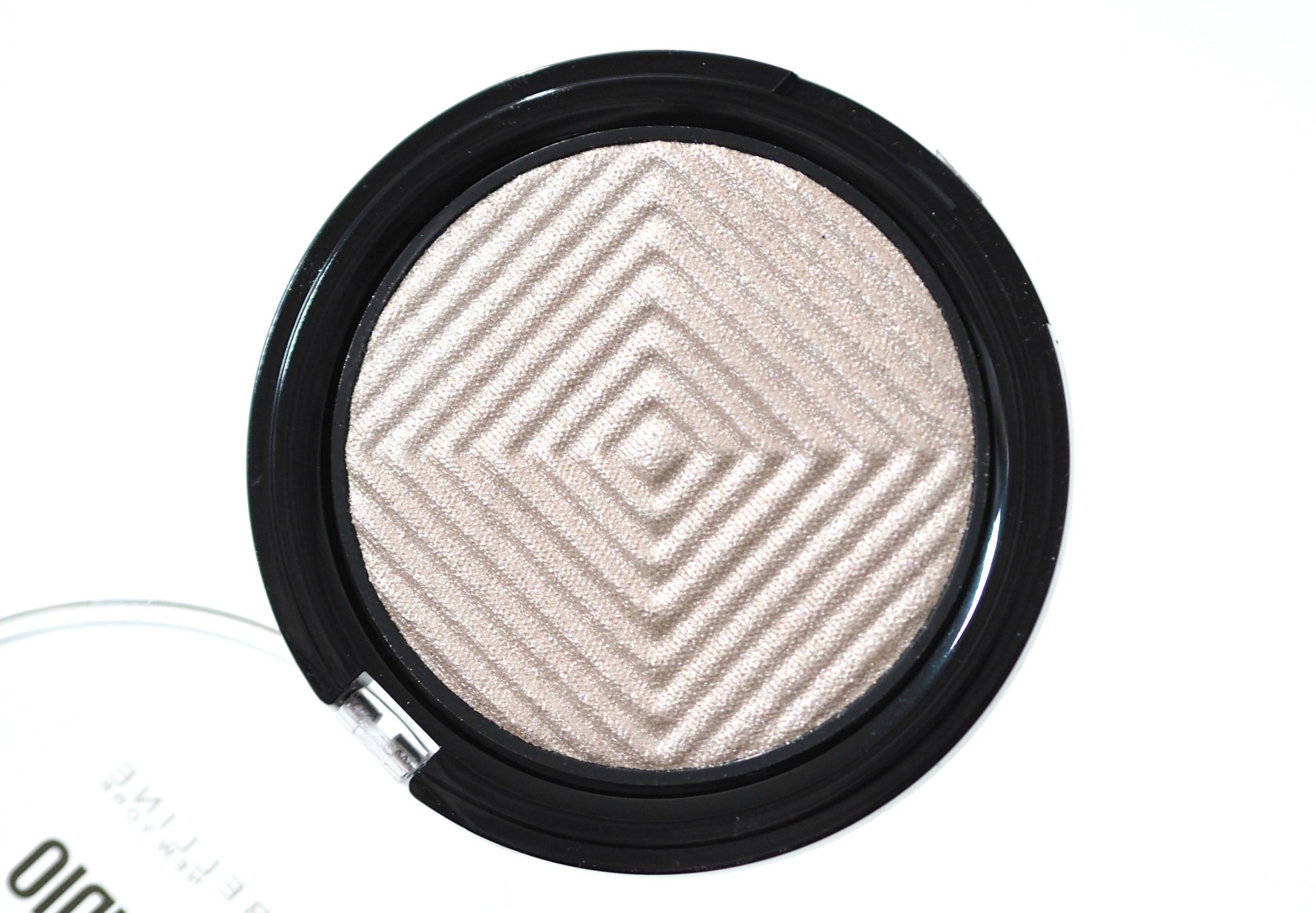 Maybelline Diamond Glow Chrome Extreme Highlighter Review and Swatches
