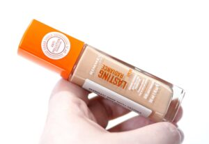 Rimmel Lasting Radiance Foundation Review and Swatches in the shade Light Porcelain
