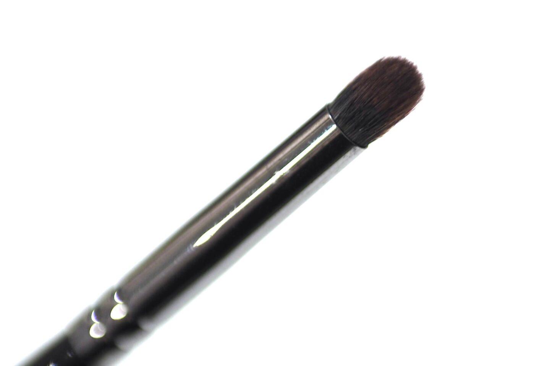 Morphe E18 makeup brush designed for blending eyeshadow in the crease